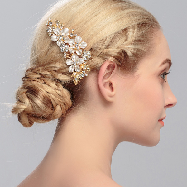 Capture Your Beauty: We are a business specialized in Bridal Hairstyles